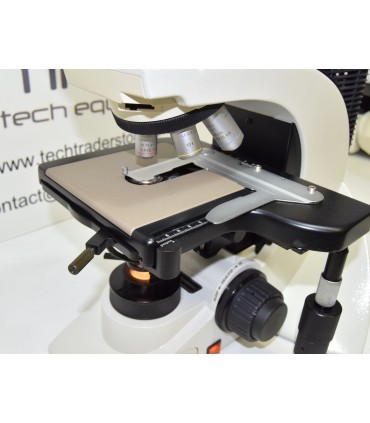 Leica Microscope DM2000 with 3 objectives